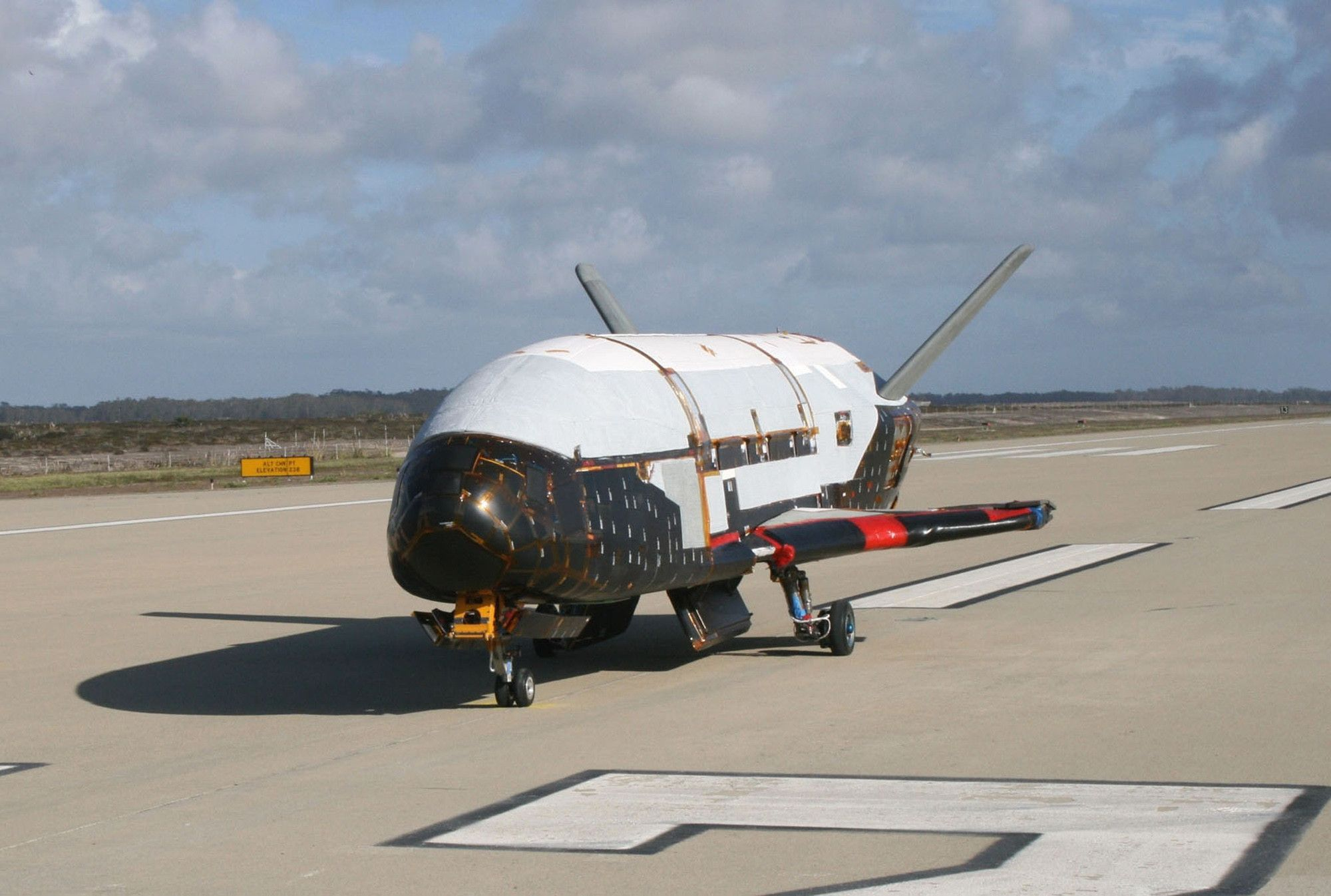 Guerra de las Galaxias vehículo de prueba orbital X-37B frente