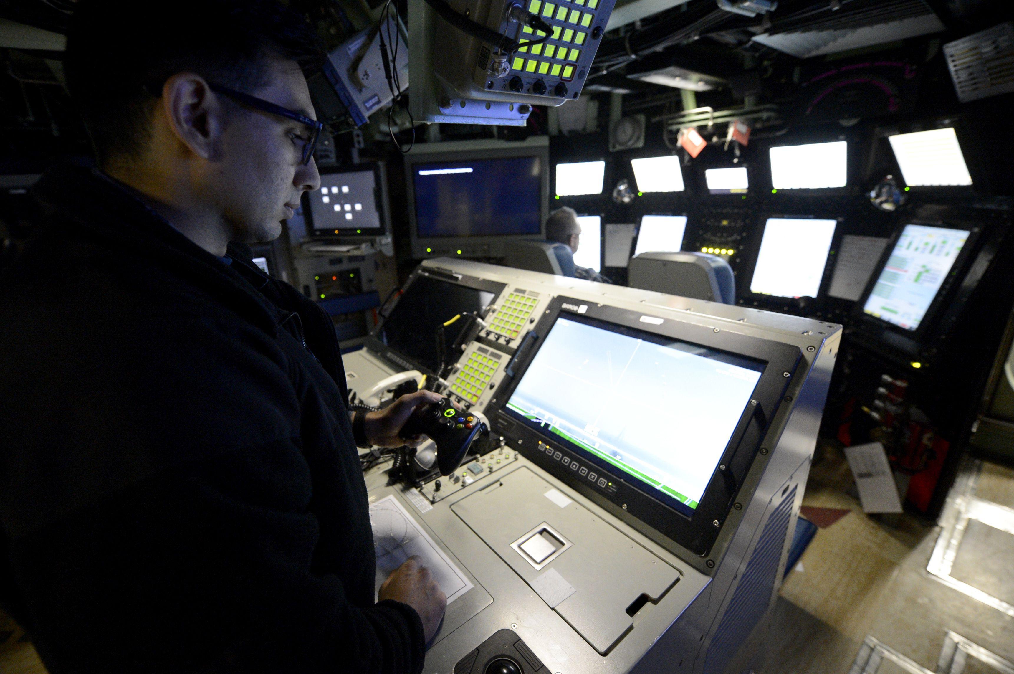 """La Marina de EE.UU. recibe el nuevo submarino nuclear de la clase Virginia """"USS Colorado"""". Texto1"""