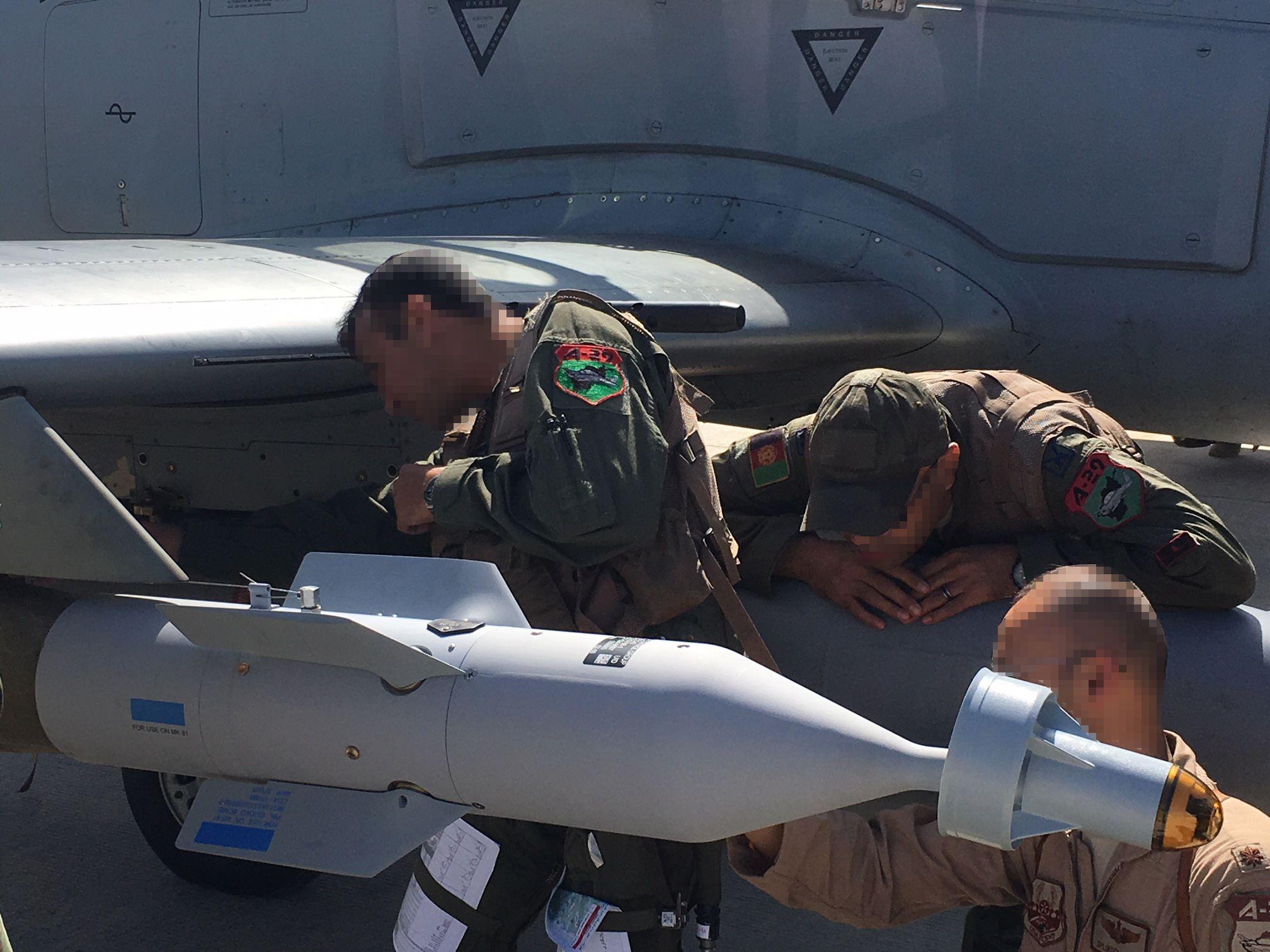 La Fuerza aérea afgana lanza por primera vez una bomba láser en combate. Texto