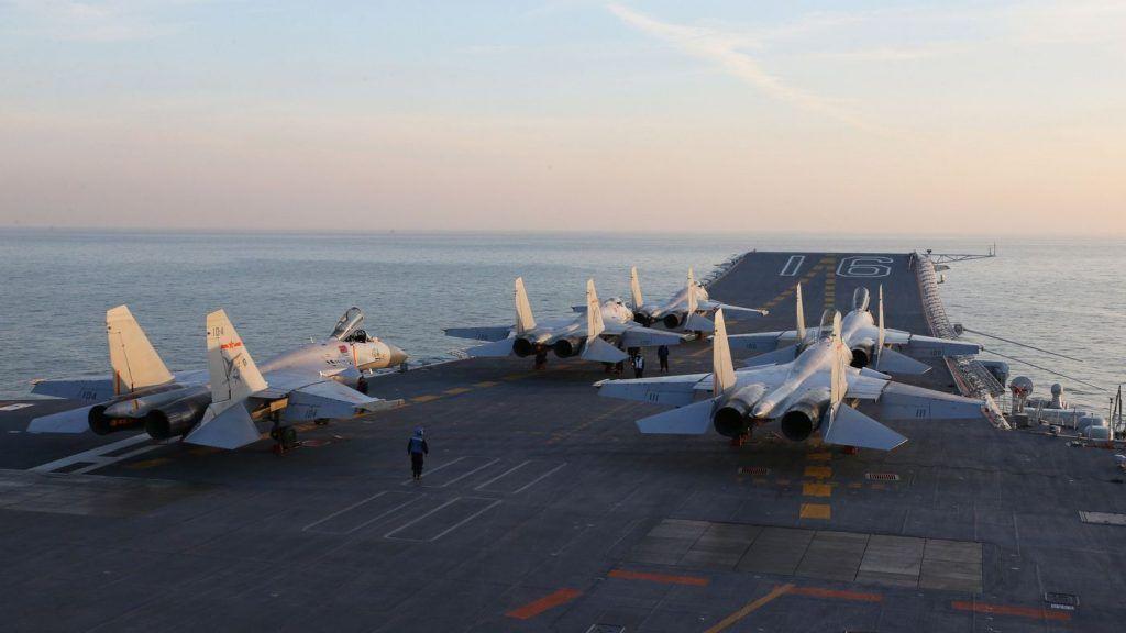 El portaaviones chino Liaoning realiza simulacros por primera en el Pacífico. Texto1