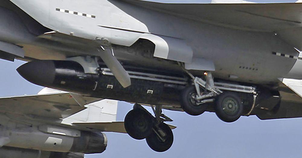 c7c1af3f3d0 ... que parece ser tal sistema de lanzamiento fue fotografiado en el  aeropuerto de Zhukovsky en las afueras de Moscú por el fotógrafo de aviación  ShipSash.