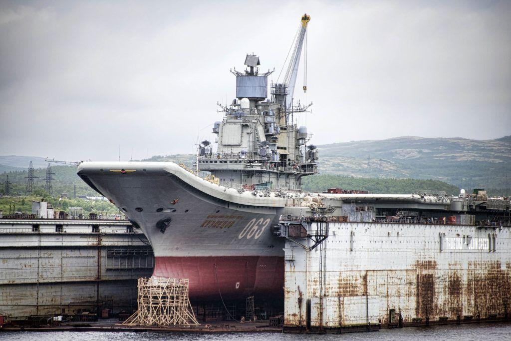 El portaaviones ruso Almirante Kuznetsov en dique seco